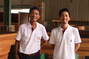 左)34代目松尾章三郎さん (右)35代目松尾実さん